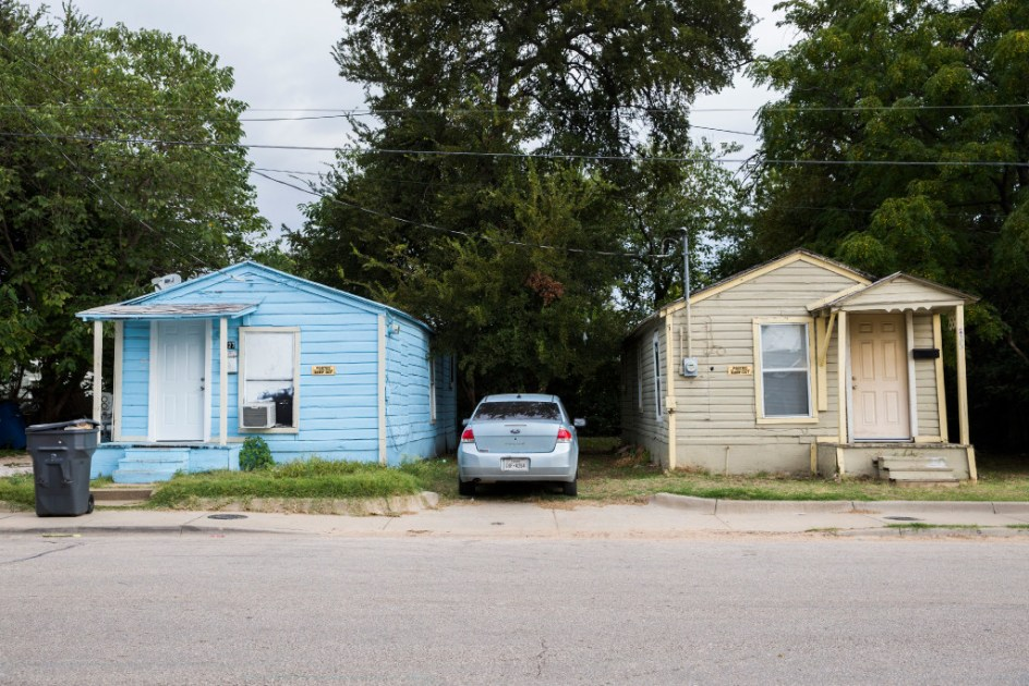 Dallas Leaders Meet With Landlord Threatening Mass