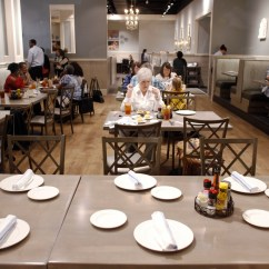 Paula Deen Kitchen Table Lights Celebrity Chef Plants Her Southern Roots In Collin County The Dining Room At S Family Fairview On April 20 2018 Brian Elledge Dallas Morning News