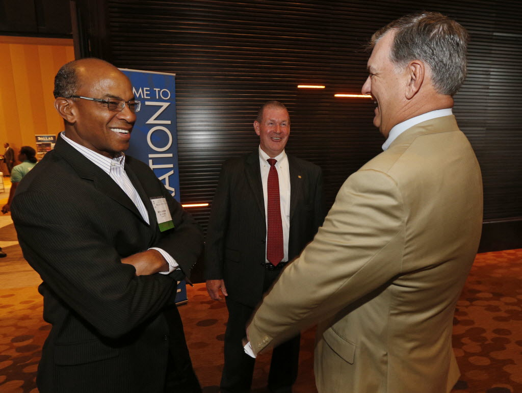 Texas Radio Hall of Fame honors Willis Johnson. veteran broadcaster. champion of community service   Arts   Dallas News