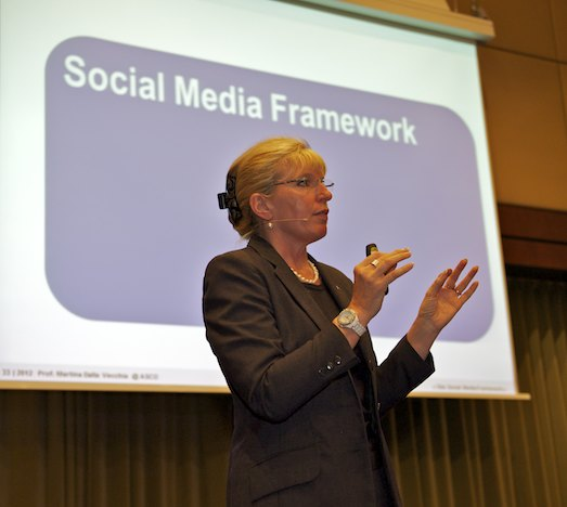 Prof. Martina Dalla Vecchia, Dozentin Online-Marketing und Social Media