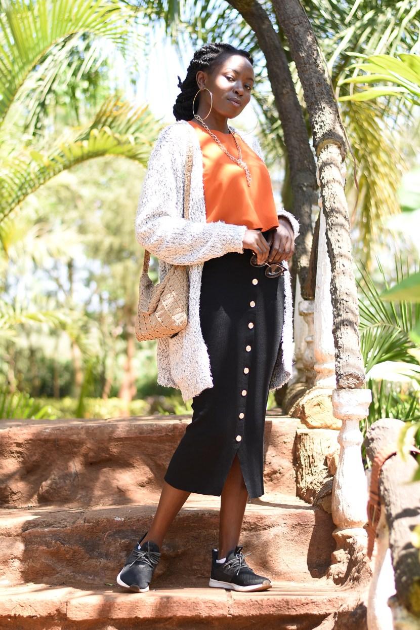 5 Cute Sneakers Outfits For Women- Loom Waterproof Sneakers Review