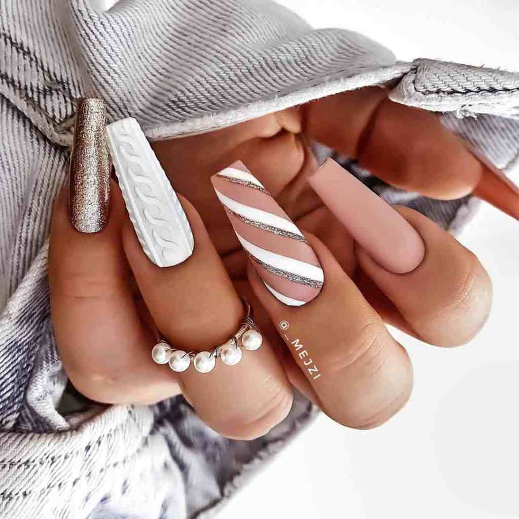20 Cute Nude Nail Designs That Pair Well With All Outfits