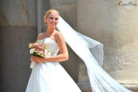menyasszonyi-fatyol-vac-eskuvo-foto-nemes-kitti