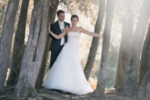 Kriszti és Boti kreatív fotózása a Dunaparton (esküvői fotó: Bella Ferenc)