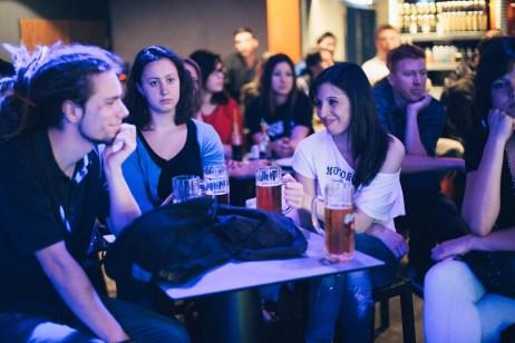 """""""A belföldi és a külföldi lehetőségekkel rendelkező magyar zenekarokat élesen külön kell választani megítélésben. Mert itthon leginkább a szöveg és az előadó harmóniájától működik egy dal, főleg ha van egy jól eltalált """"magyar lelkülete"""" - Szakos Krisztián, producer (Caramel, Magna Cum Laude, Ákos)"""