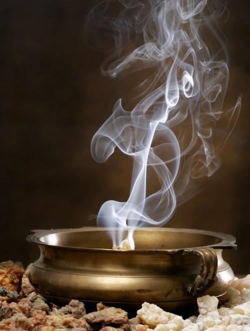 frankincense-smoke-istock_000003278665medium-e1445622991702