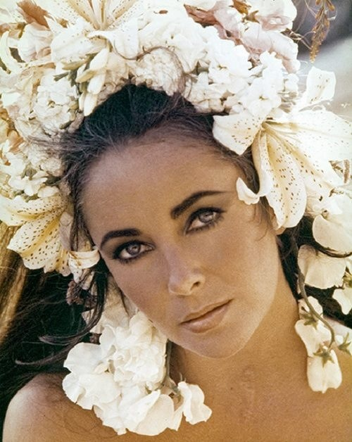 Elizabeth Taylor flowers hair Reisa perfume review