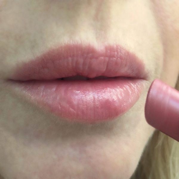 GUERLAIN_la_petite_Robe_Noire_lipstick_Beige_Lingerie
