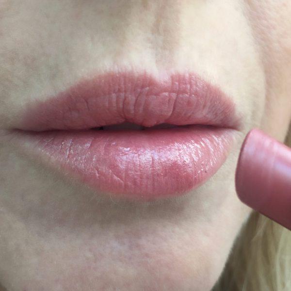Guerlain Petite Robe Noire Nude Lipstick in Beige Lingerie