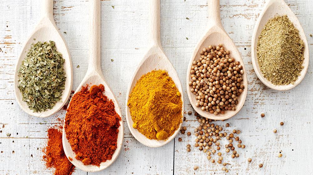 Tipos de especias que debes aprender a usar en la cocina | Cocina Fácil
