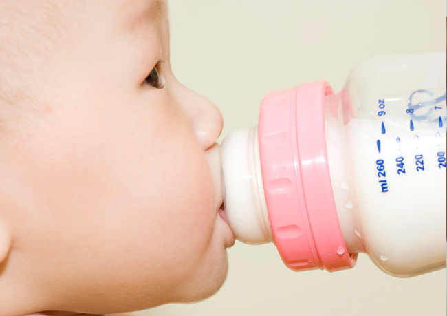5 tips to correctly give the baby a bottle