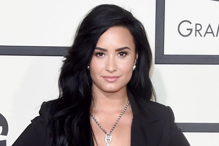 Demi Lovato gets her boyfriend on Instagram again in trouble: now he leaked his email