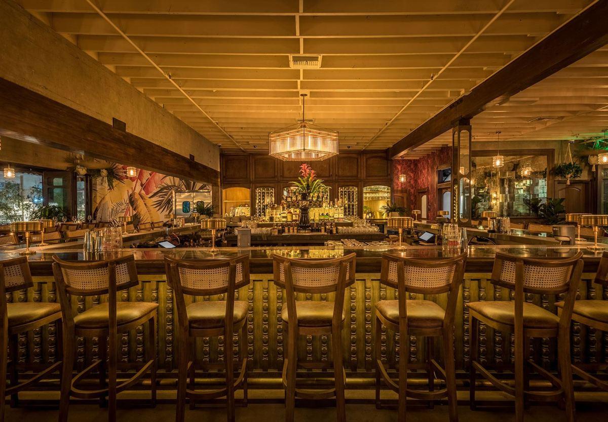 Deco Tropical restaurant bar area