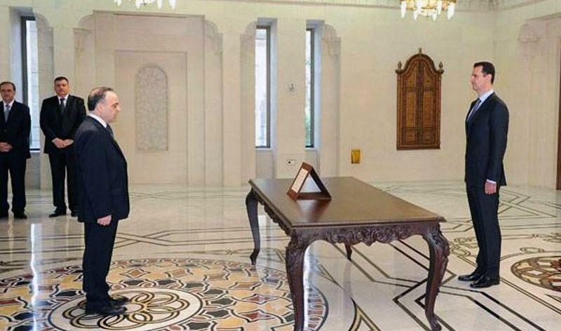 مرسوم بإعفاء عماد خميس من منصبه، وتكليف وزير الموارد المائية برئاسة الحكومة