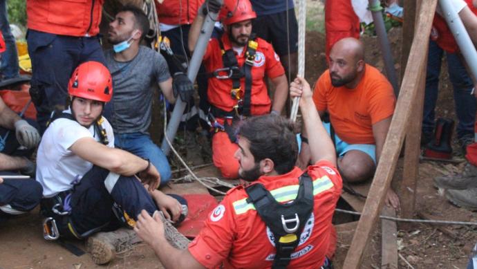 بالصور وفاة 5 سوريين غرقاً في بئر ارتوازي في لبنان
