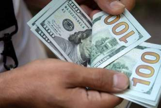النظام يعلن عن مكاسبه من تصريف العائدين إلى سوريا مبلغ 100 دولار