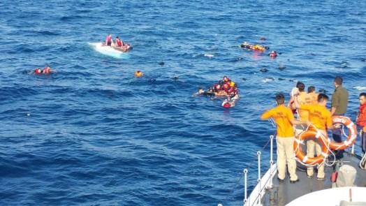 عمليات البحث مستمرة.. اليونان تعلن عن انقاذ عشرات المهاجرين في بحر إيجة