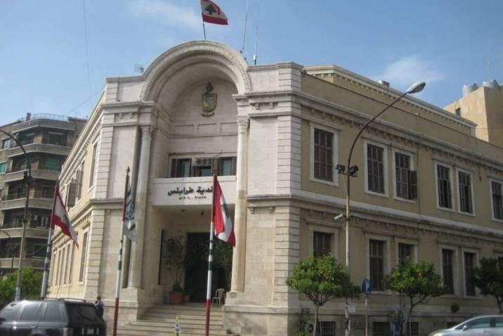 صورة الأسد مرفوضة في بلدية طرابلس: لبنانيون يطردون كادرَ مسلسل سوري