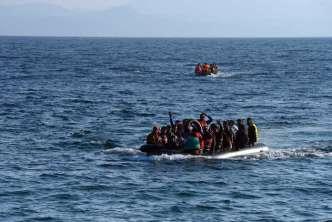 جميعهم سوريون.. خفر السواحل اليوناني يعثر على 13 مهاجراً وينتشل جثة