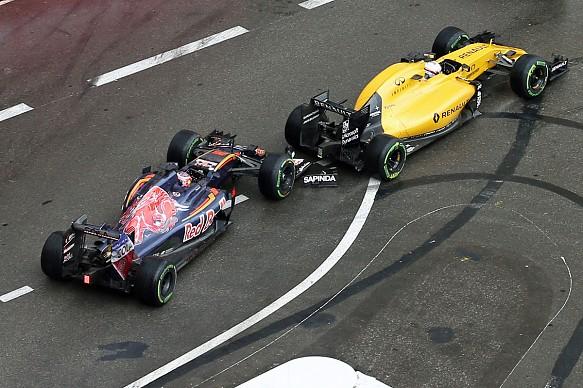 Kevin Magnussen, Daniil Kvyat, Monaco GP shunt