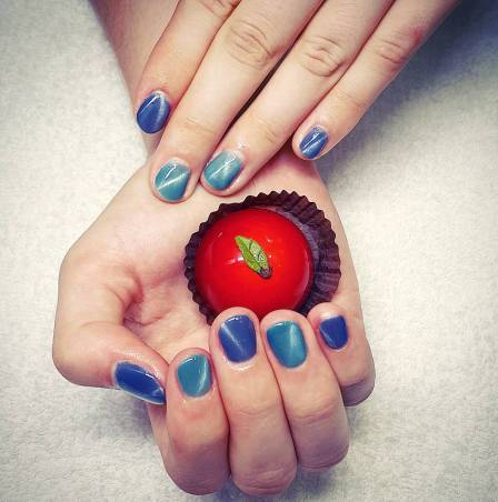 apple chocolate in hand with manicure