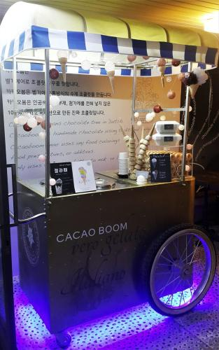 cacao boom seoul hongdae chocolate shop gelato cart