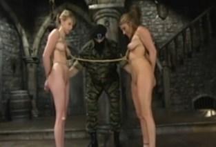 Voják sexuálně mučí dvě ženy