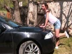 Masturbace při umývání auta