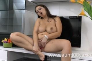 Hospodyňka v masturbující chvilce (HD porno)