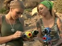 Bojovné lesbičky v akci
