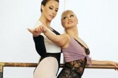 Baletka svede profesorku na hodině (Chanel Preston, Lea Lexis)