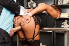 Bankovní manažer vnikne do kundičky asistentky Madison Ivy