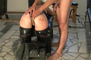 Bičovaná, ojetá a přinucená k orgasmu – BDSM porno