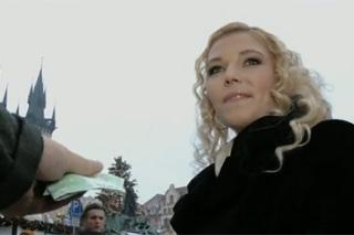 Blonďatá Pražanda neodolá penízkům – české porno