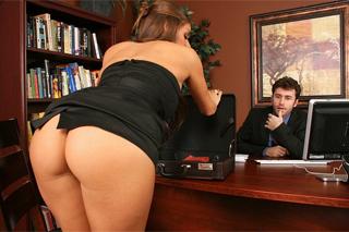 Inspektorka práce Madelyn Marie odhalí sexuální harašení (HD porno)
