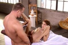 Lexi Bloom prcá na masáži (HD porno)