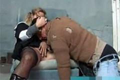 Lítostivá jeptiška dá zaprcat bezdomovci!