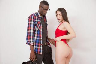 Modelka Alexis Rodriguez šuká s černým fotografem!