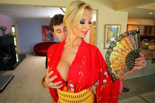 Nadržený boháč si objedná sex s gejšou (Brooke Banner a James Deen)