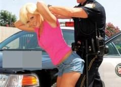 Kelly Surfer: Veřejný sex se strážníkem