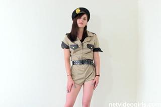 Pornokalendář DP 13.12 – Policajtka Lucie na castingu