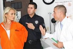 Pornokalendář DP 7.7 – Vězenkyně Bohuslava ucítí penis doktora