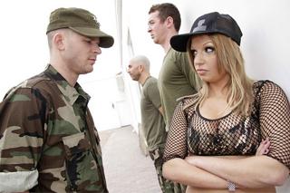 Pornokalendář DP (Liliana 25.2) – Píchání vojačky Whitney Fears
