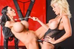 Puma Swede a Amy Anderssen: Lesbický sex s připínacím penisem