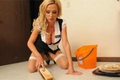 Servírka Nikki Benz nabídne šéfovi svou štěrbinku