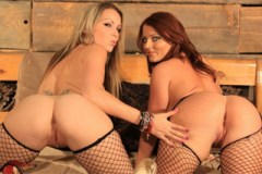 Sophie Dee a Courtney Cummz: Prsaté lesbičky s dildem
