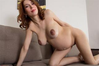 Těhotná mamina Iviola v masturbaci (HD porno)