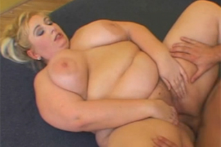 Tlustá přítelkyně, která zbožňuje tvrdé šukání