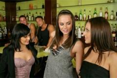 Trojka v baru, aneb Gracie Glam a Tori Black opíchané barmanem