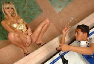 Údržbář bazénů análně uspokojí mladou paničku (Stella Delacroix)
